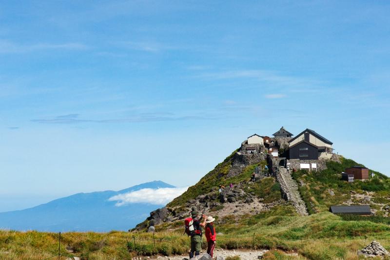 月山山頂の月山神社