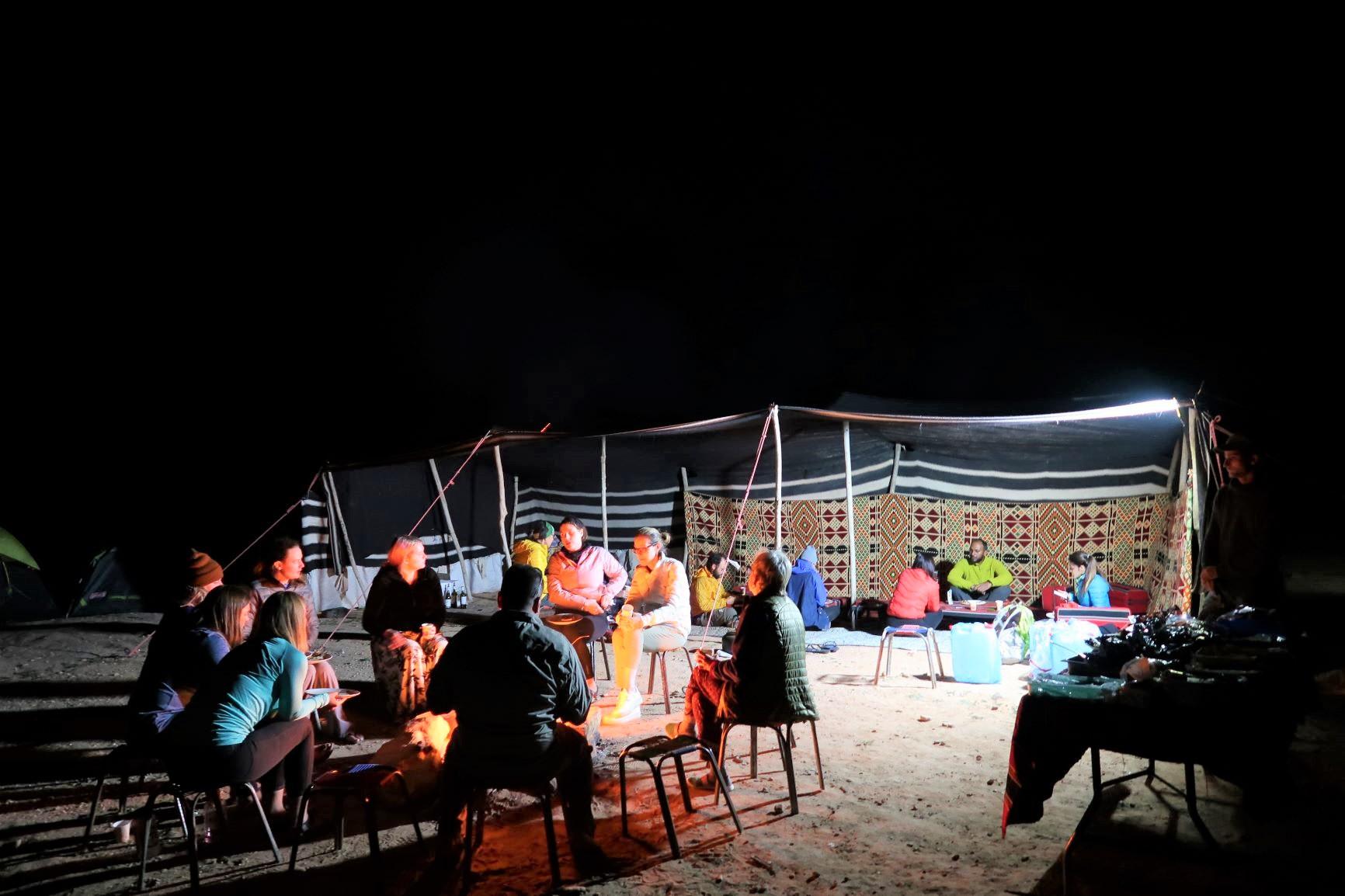 焚火を囲んでの楽しいキャンプ(4日目)