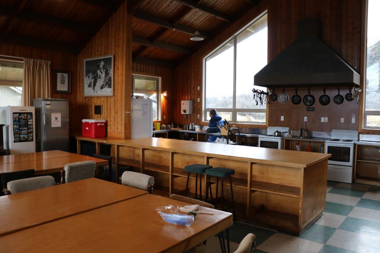 ▲山小屋の充実したキッチン