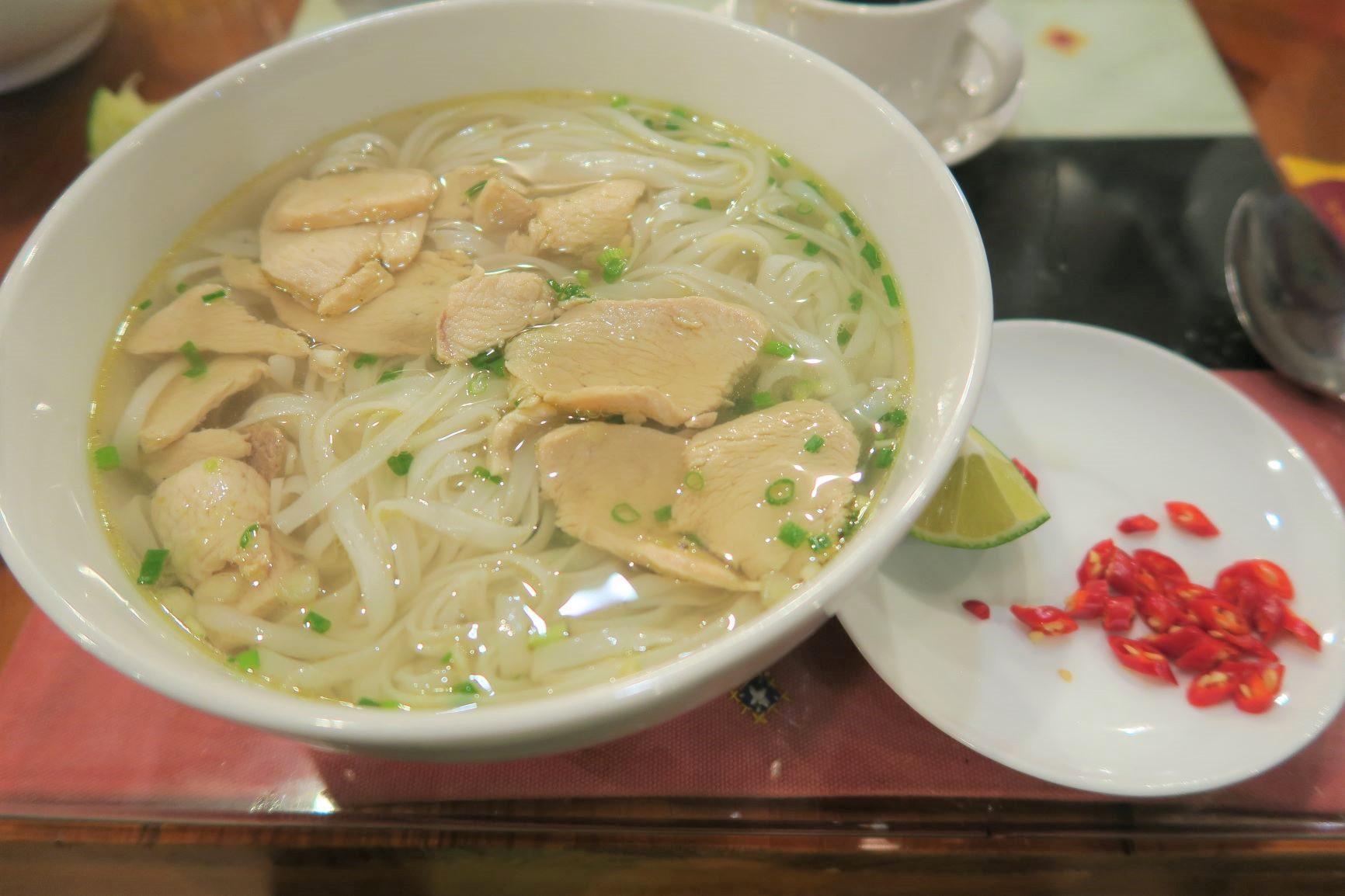 ベトナム料理も楽しみのひとつ(国民食フォー)