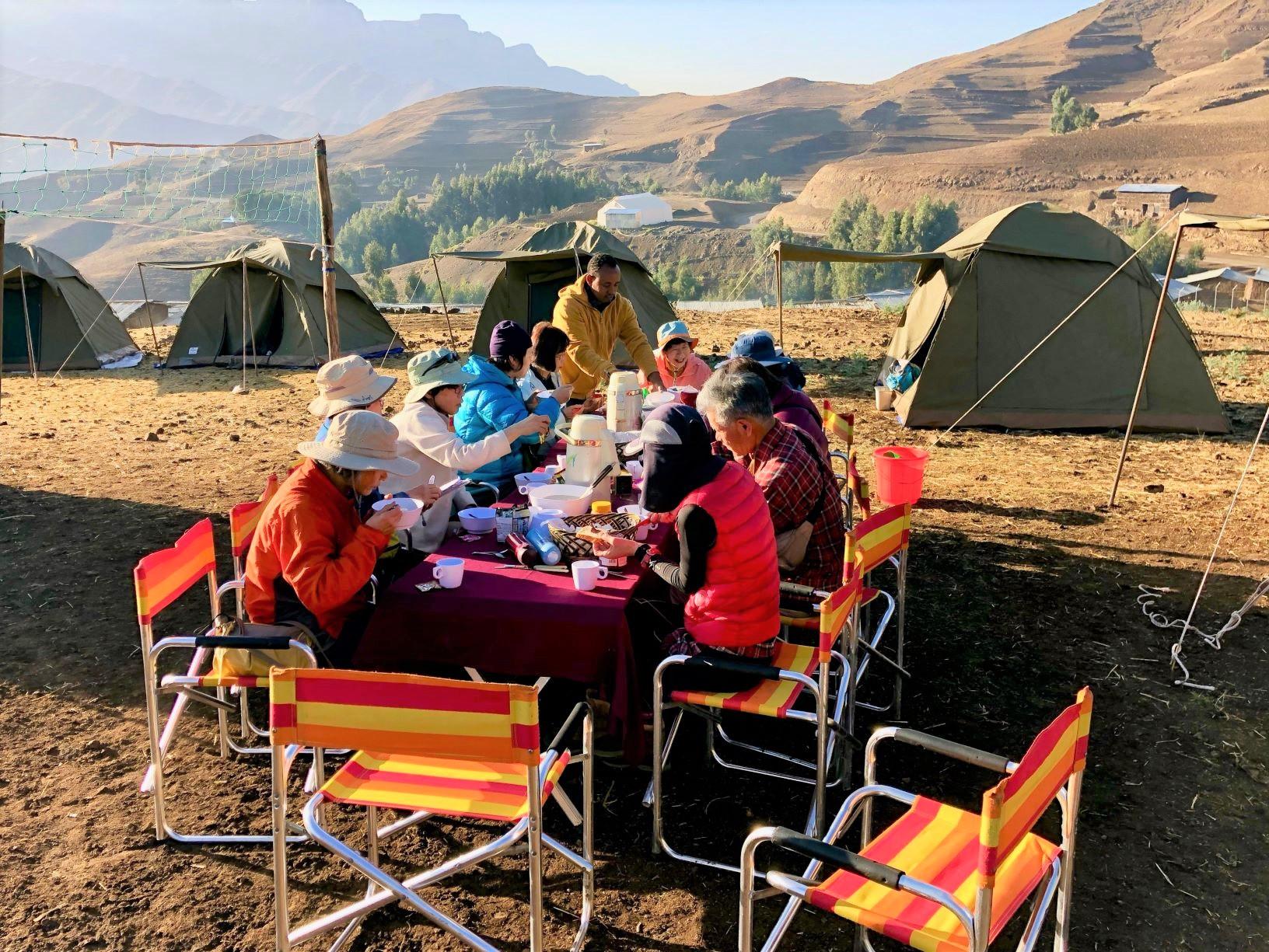 ラスダシャン登山中の朝食風景