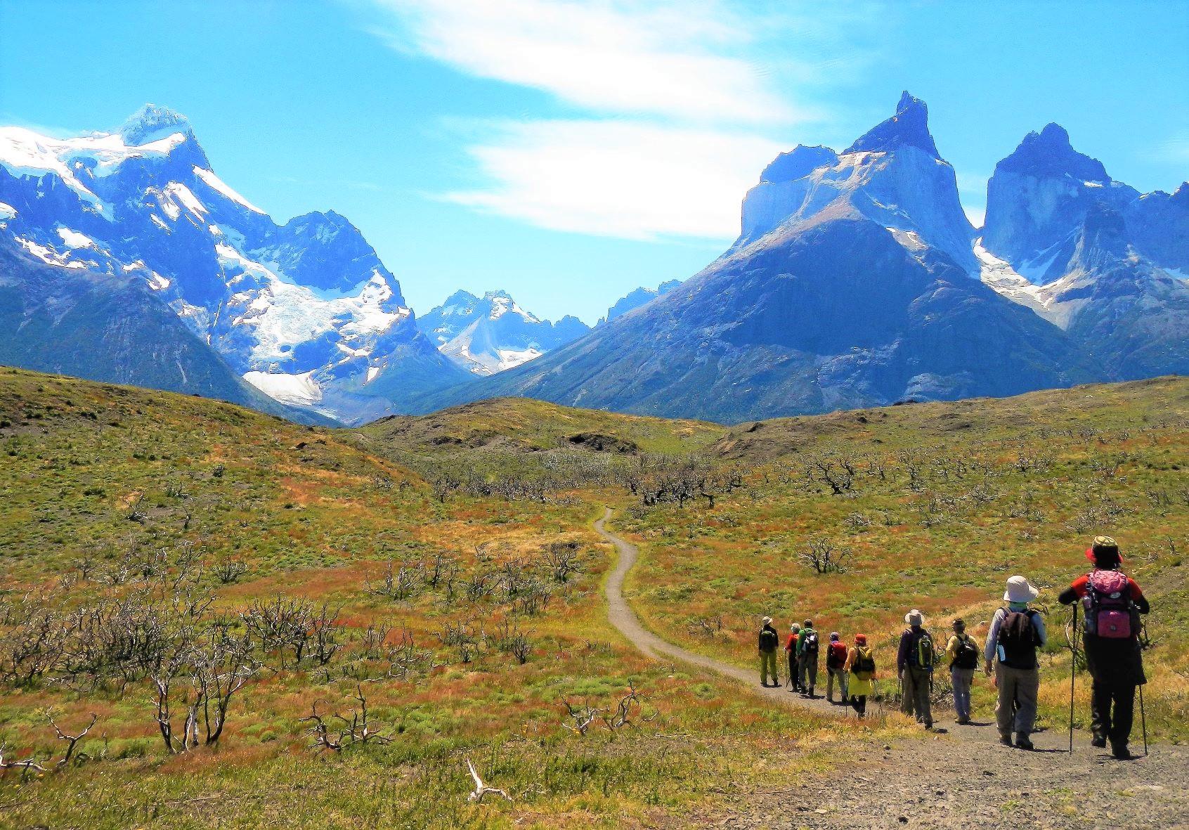 雄大なパイネ山群の山々を望みながらのハイキング(4日目)