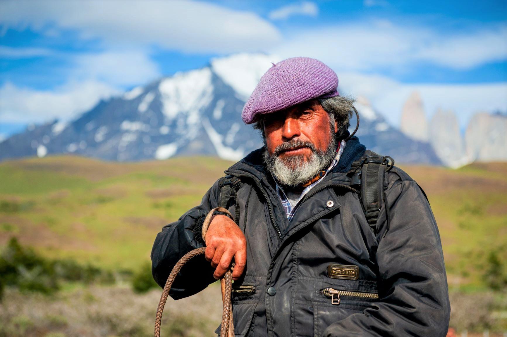広大なパタゴニアの大地で放牧を営むガウチョはベレー帽がトレードマーク