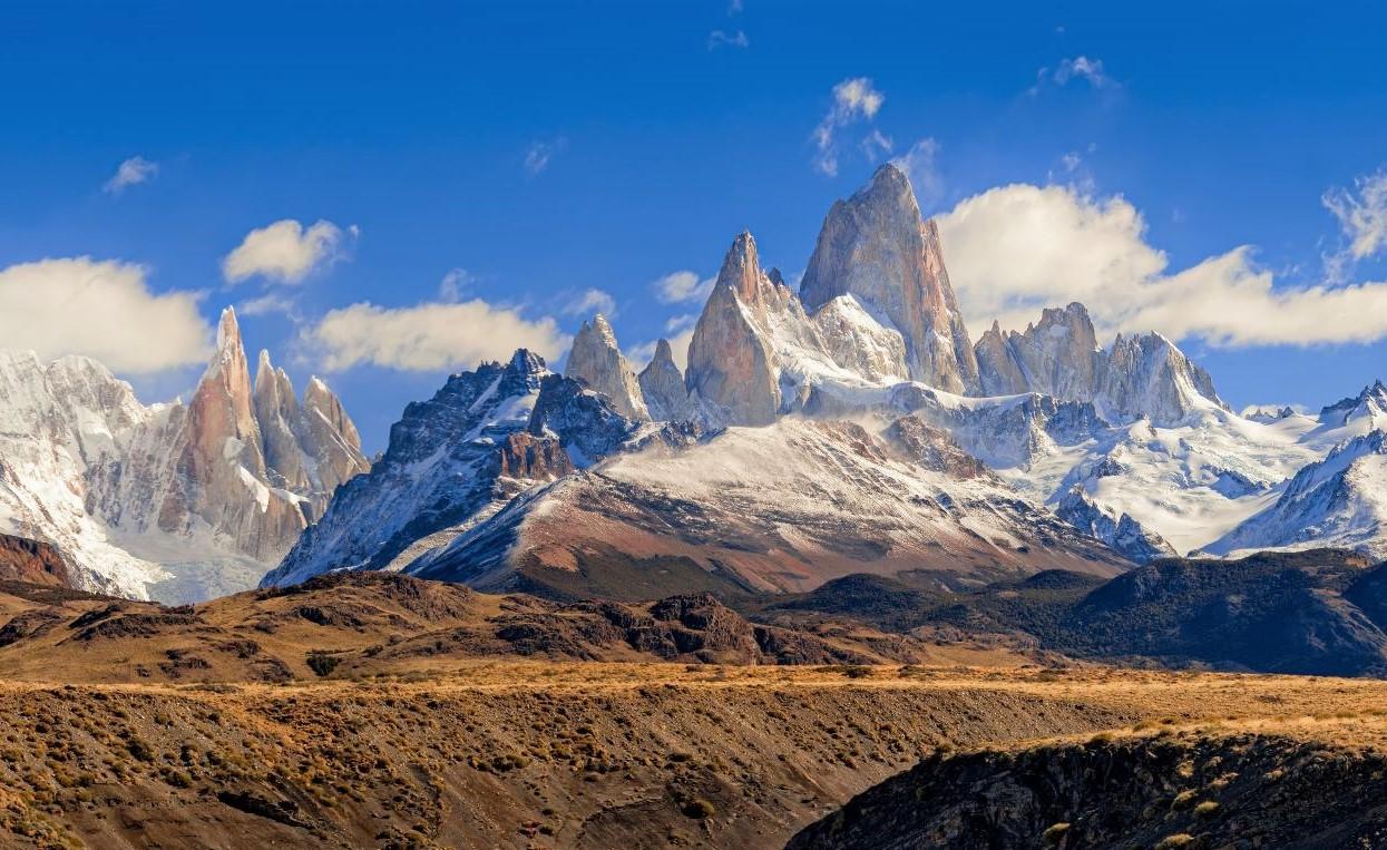 セロ・トーレやフィッツロイなどの芸術的で急峻な岩峰が聳えるフィッツロイ山群をあらゆるロケーションから撮影する