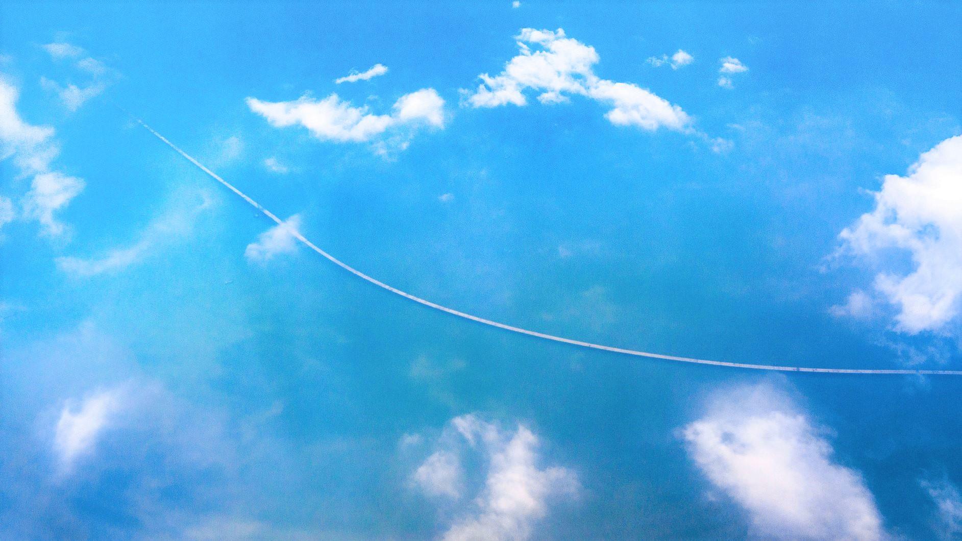 海上を貫く「港殊澳大橋(こんじゅおうおおはし)」