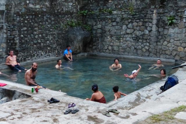 ヒマラヤ山麓に沸く温泉