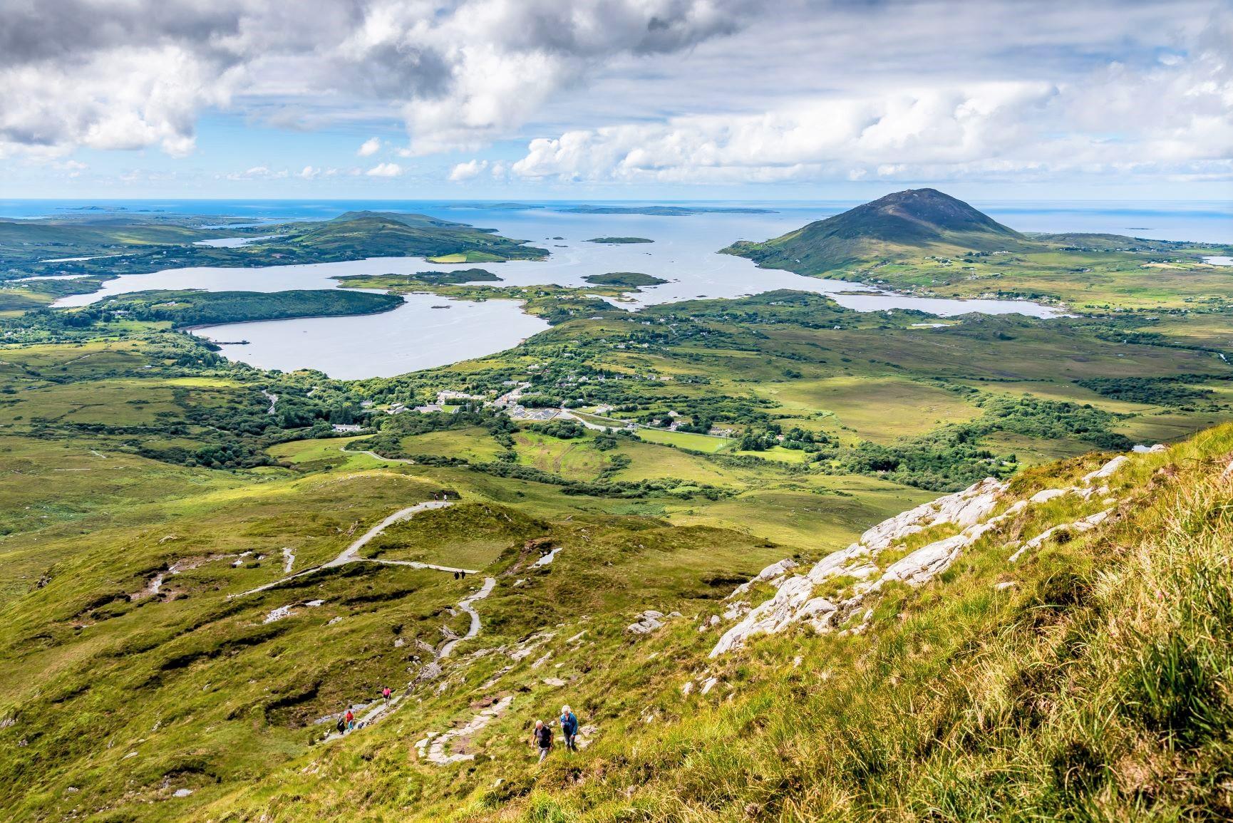 コネマラ国立公園のダイヤモンド・ヒルからの下り、地平線まで広がる雄大な風景がアイルランドの大きな魅力(5日目)