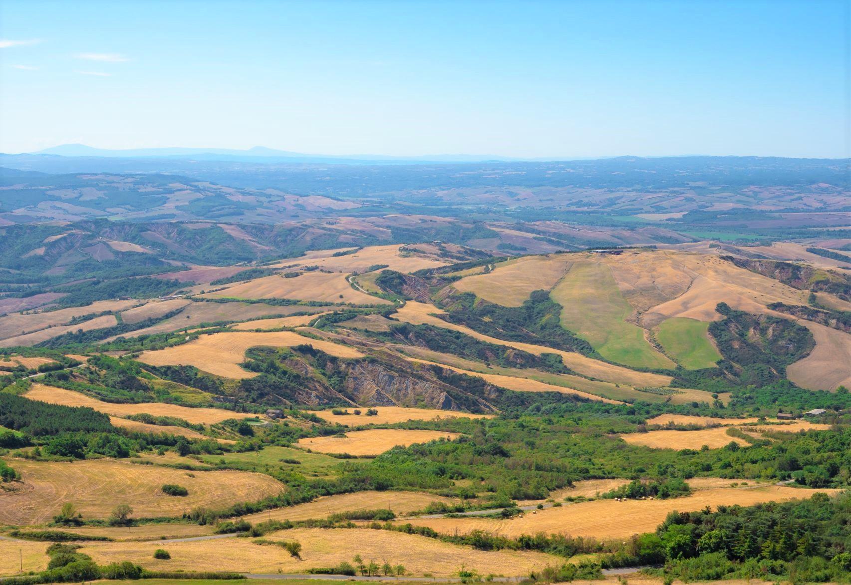 ラディコーファニより望むトスカーナの美しい丘陵地帯(3日目)