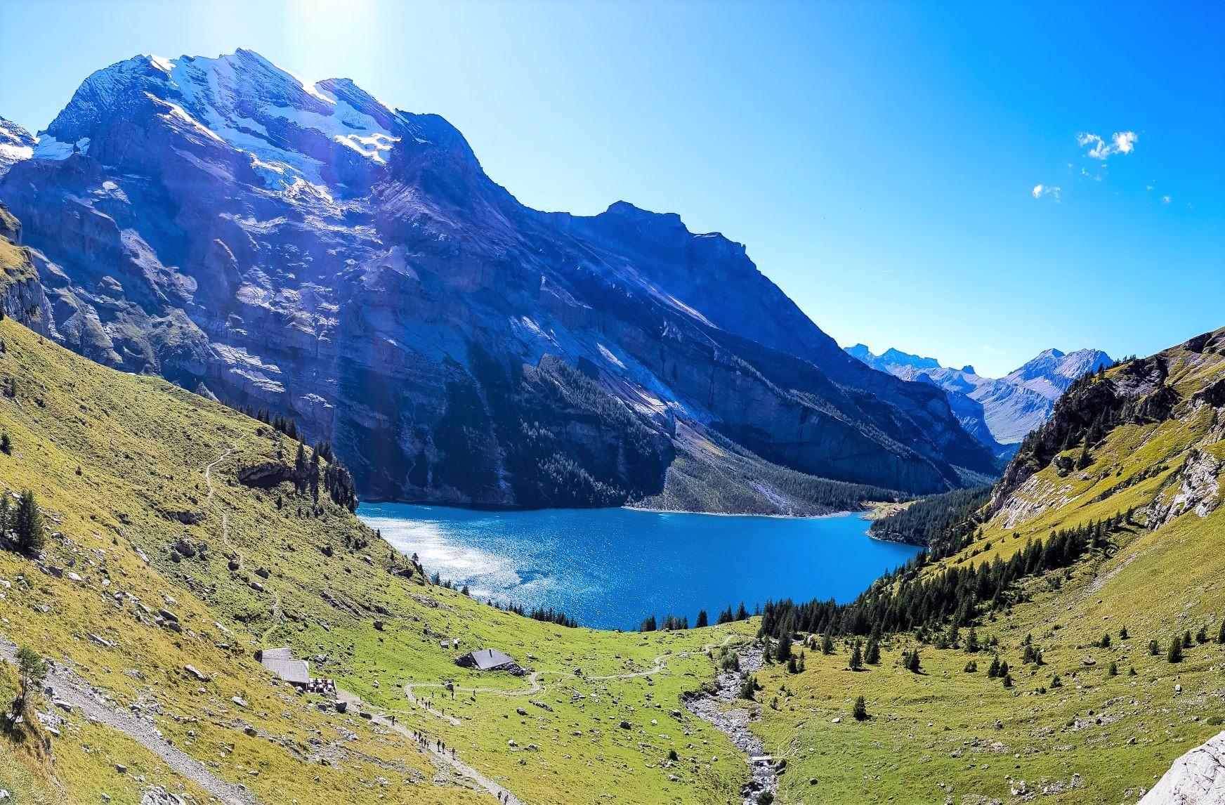 山々に囲まれたエッシネン湖周辺をハイキング(7日目)
