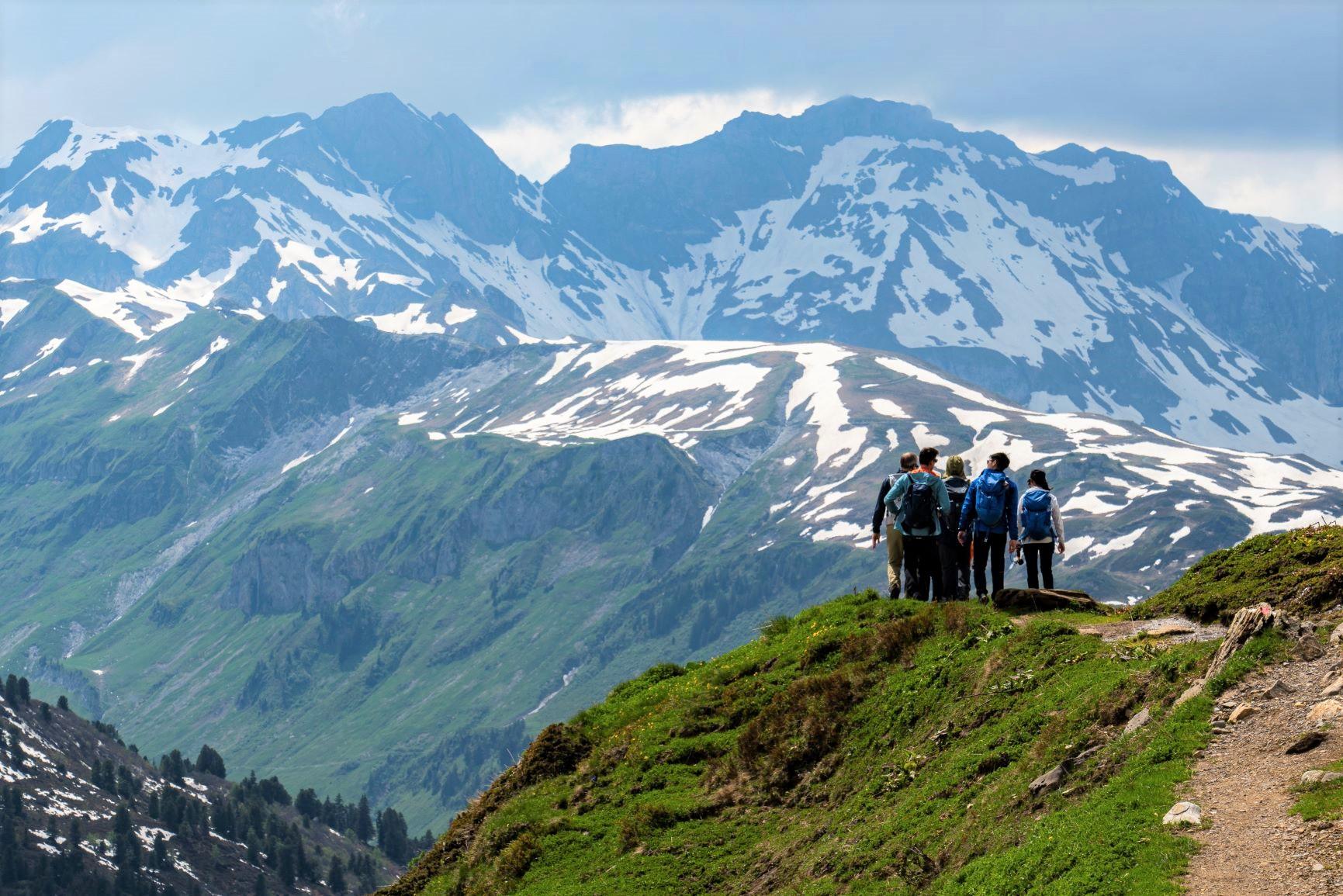 マイリンゲンまで続く縦走コースと中央アルプスの山並み(3日目)