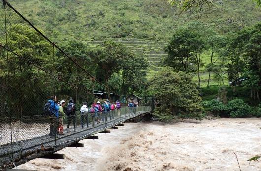 104km地点の橋を渡ってハイキング開始(4日目)