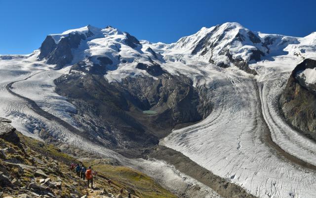 モンテローザと迫力あるゴルナー氷河を望む