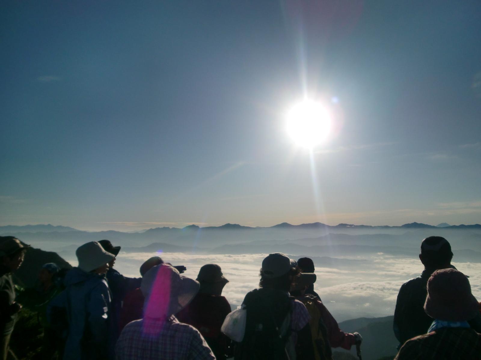 稜線上から見た雄大な南アルプスの展望