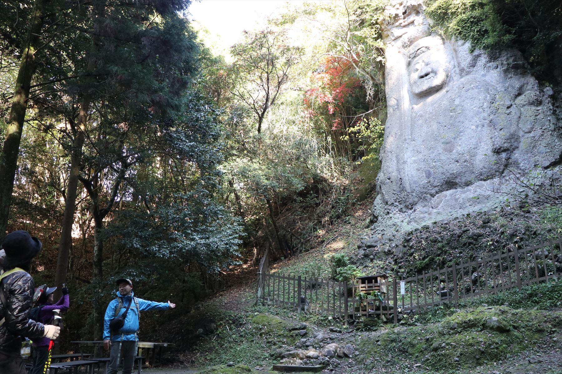 日本最大級の磨崖仏がある熊野磨崖仏