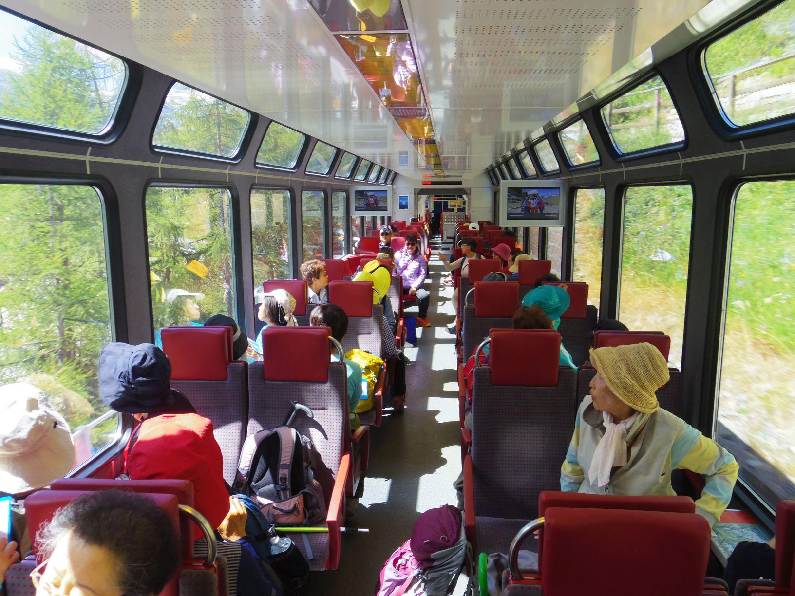 列車での移動もスイスの楽しみ