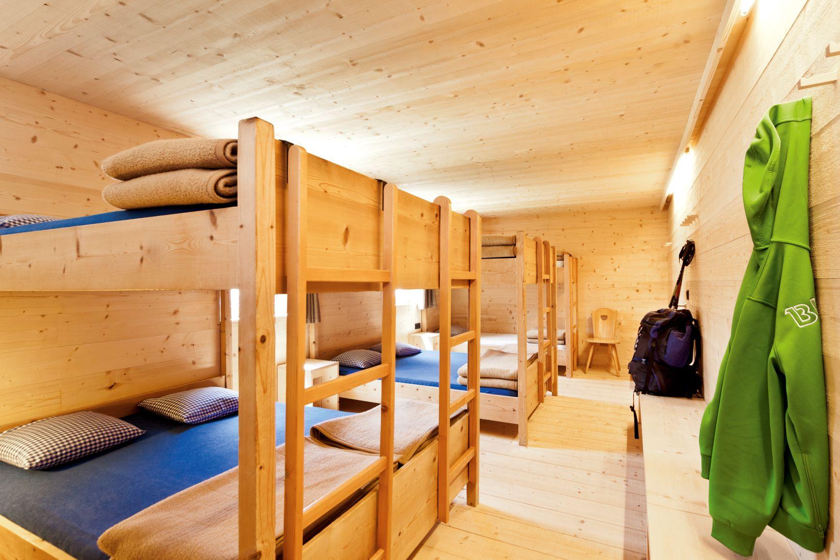 アルペ・ディ・ティレス小屋の寝室例