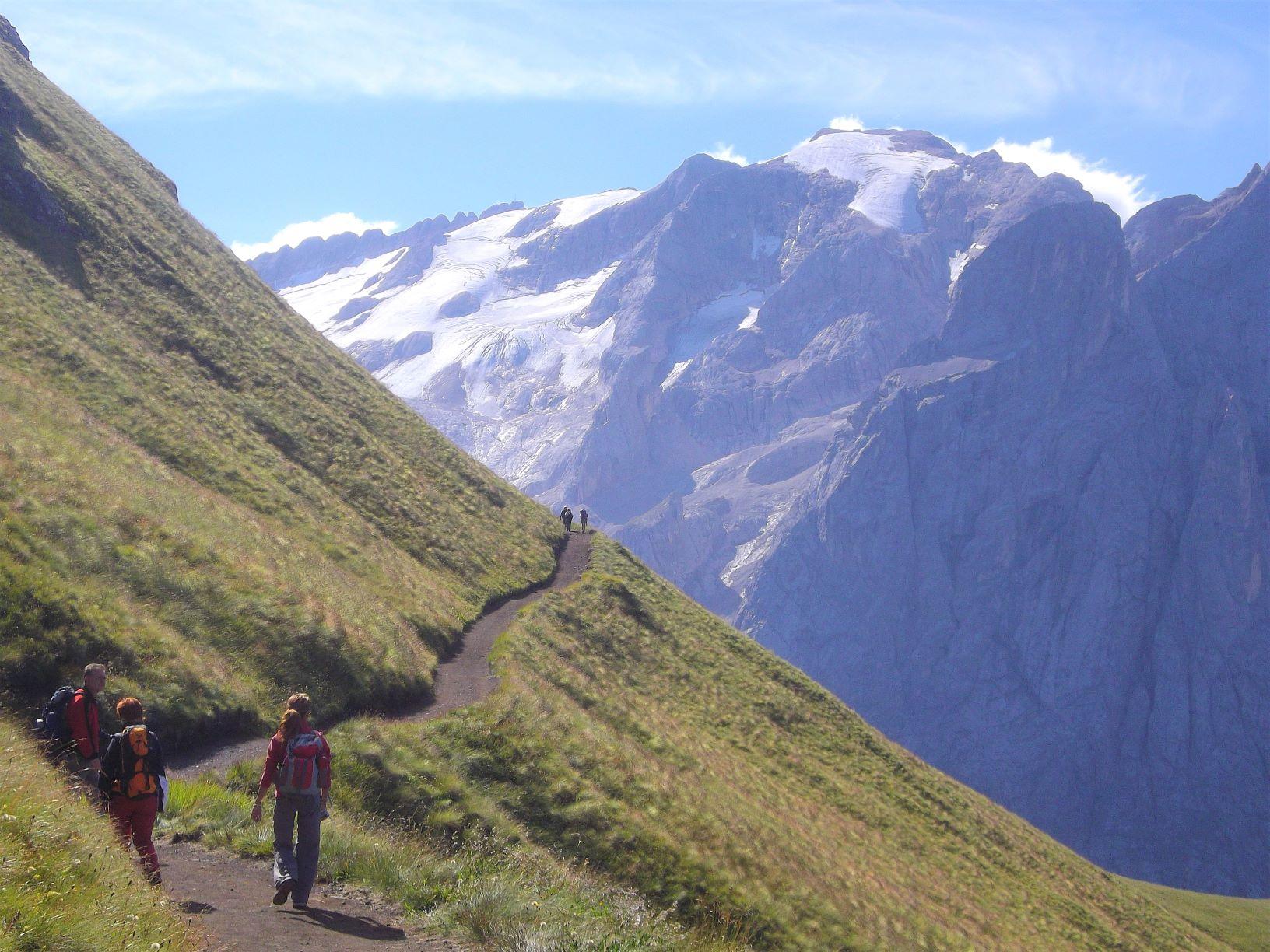 ドロミテ最高峰マルモラーダ展望ハイキング(3日目)