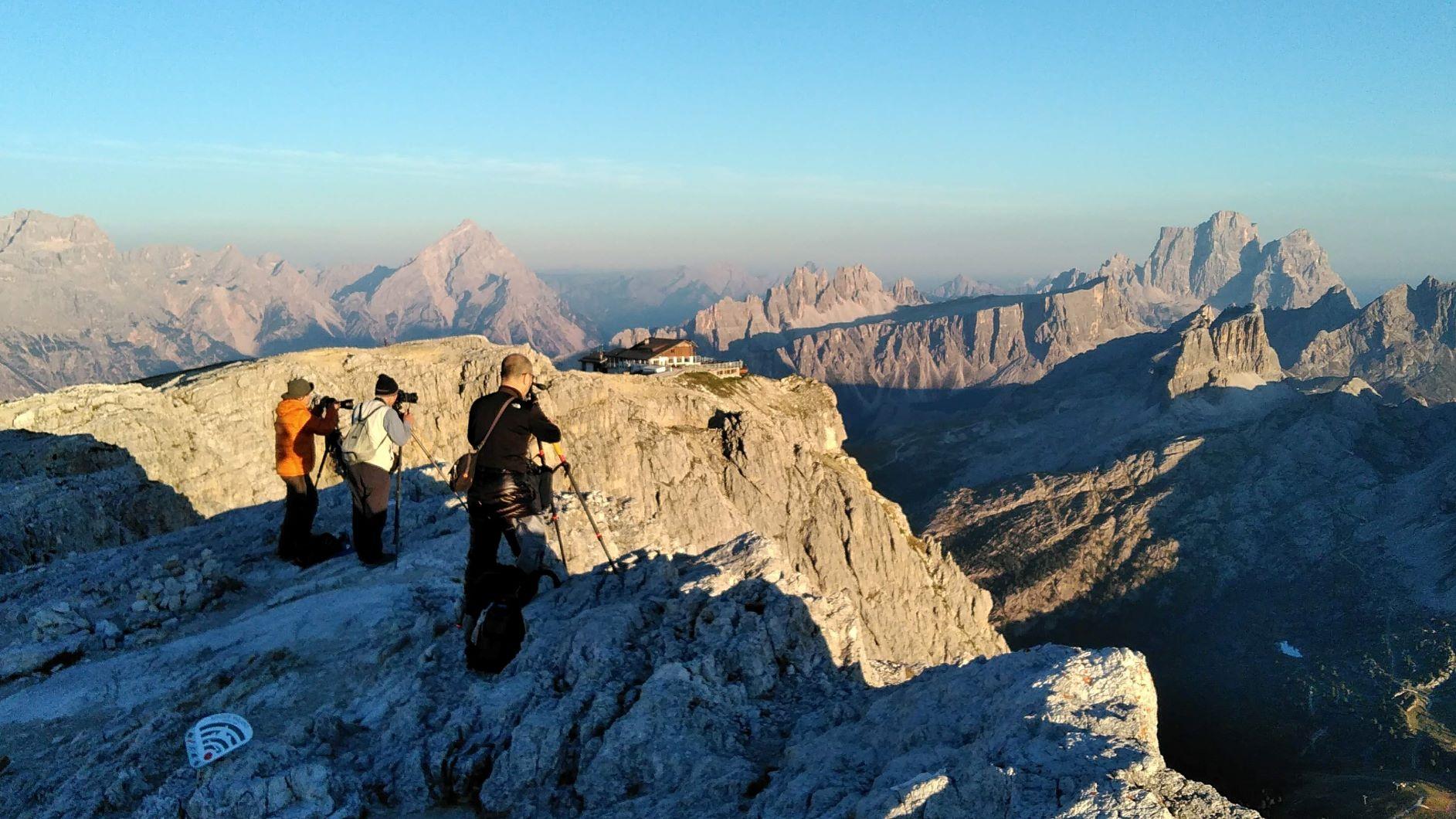 ラガツォイ小屋は崖上に位置するため抜群の展望を誇る(2日目)
