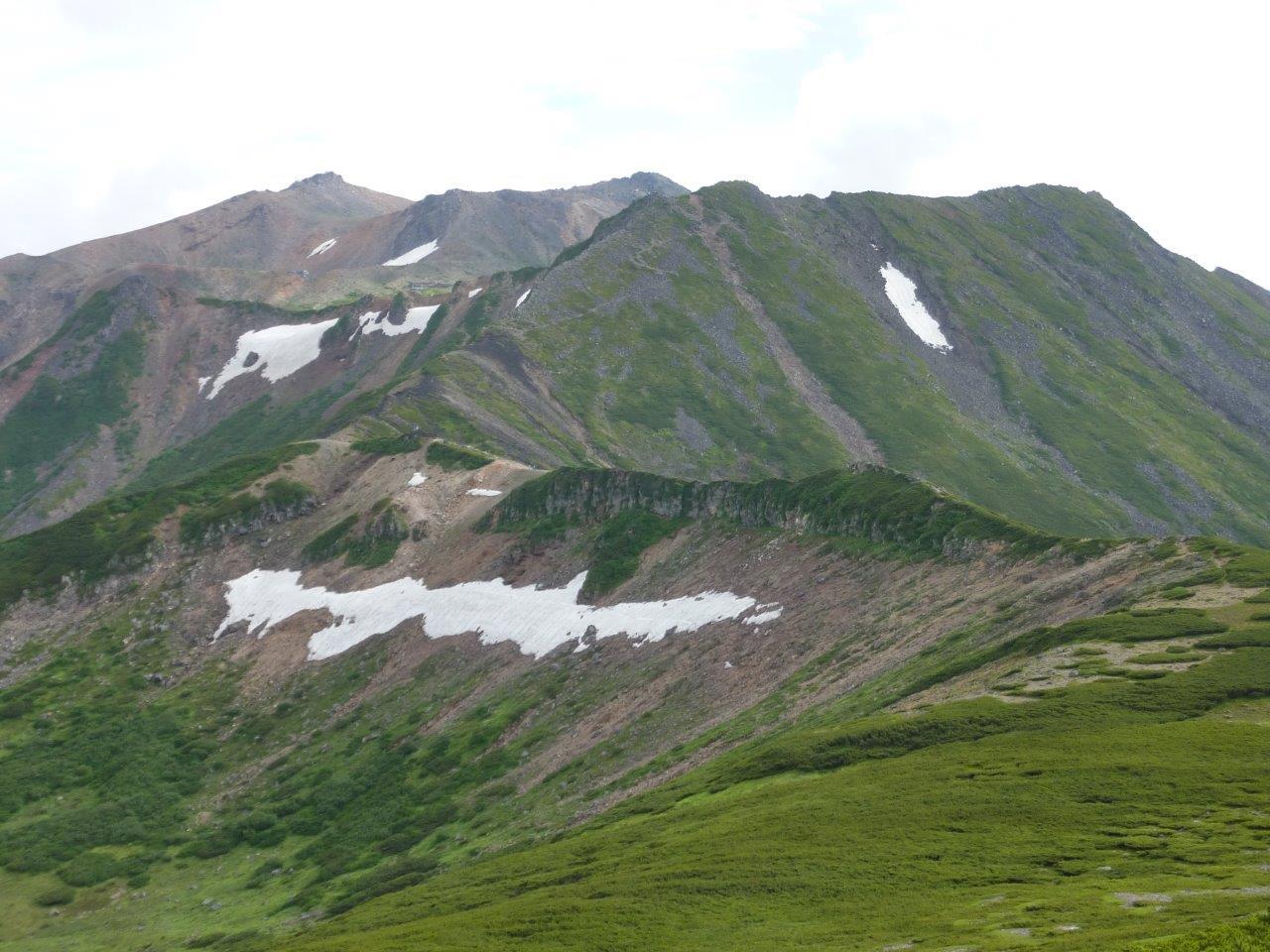 広大な山頂部を縦走(最高点には行けません)