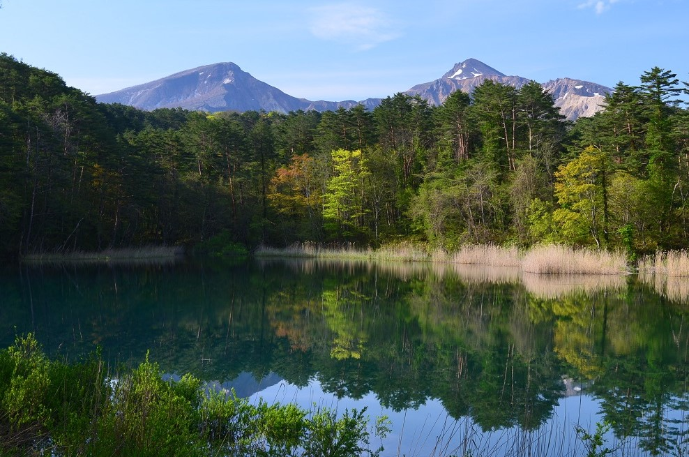 瑠璃沼と磐梯山