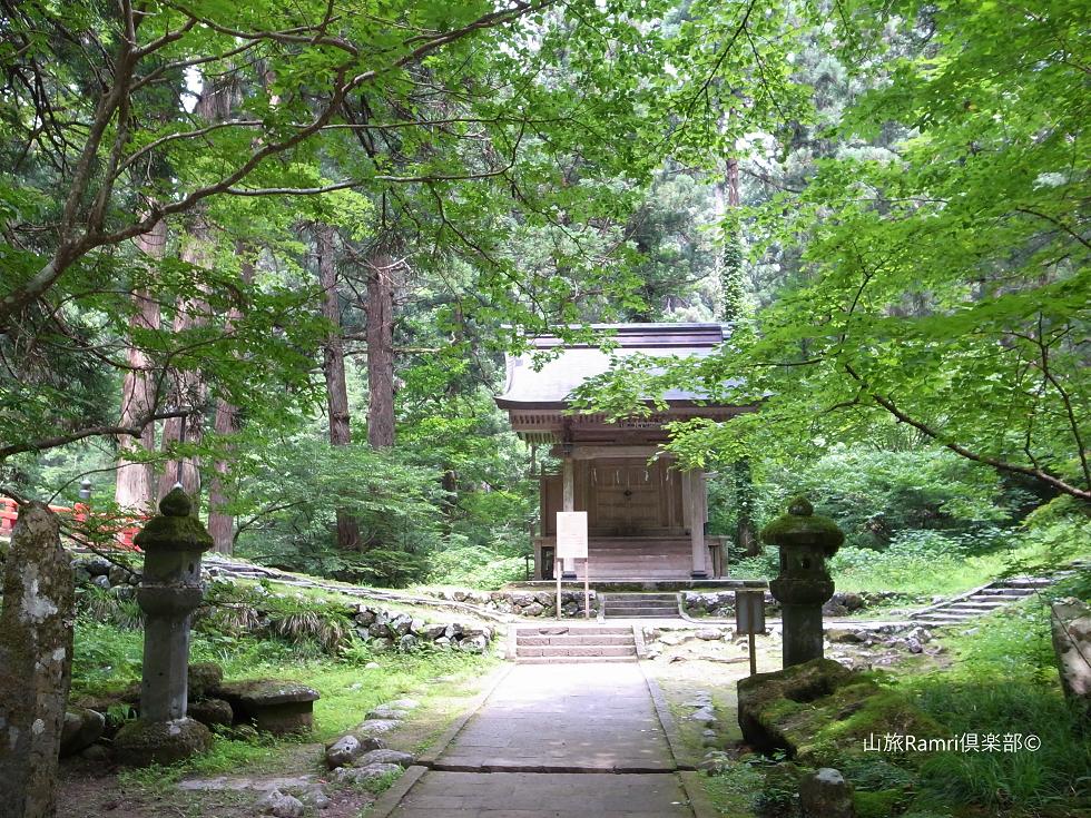 羽黒神社境内