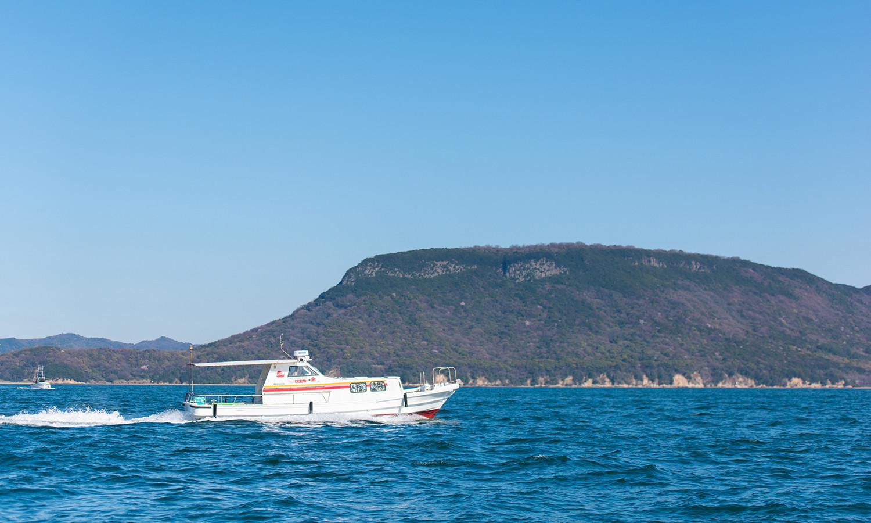 チャーター船で行く直島