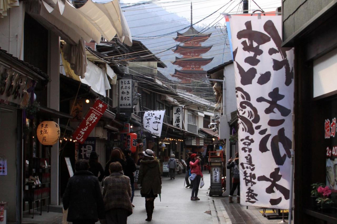 宮島の表参道       写真提供:広島県