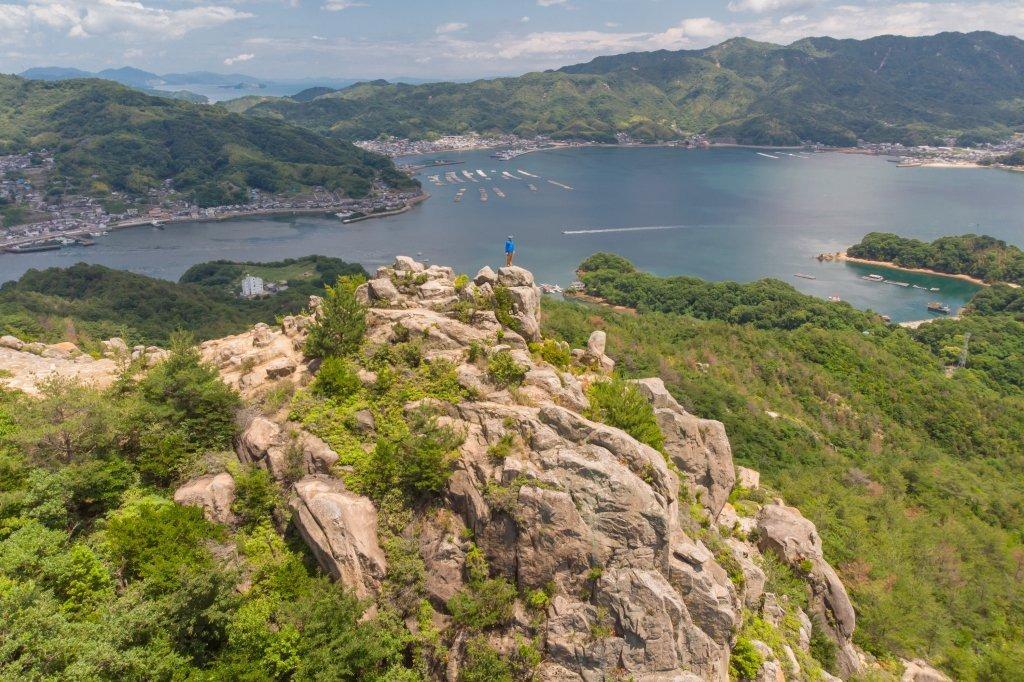 瀬戸内海を望む絶景の展望地、陀峯山の天狗岩