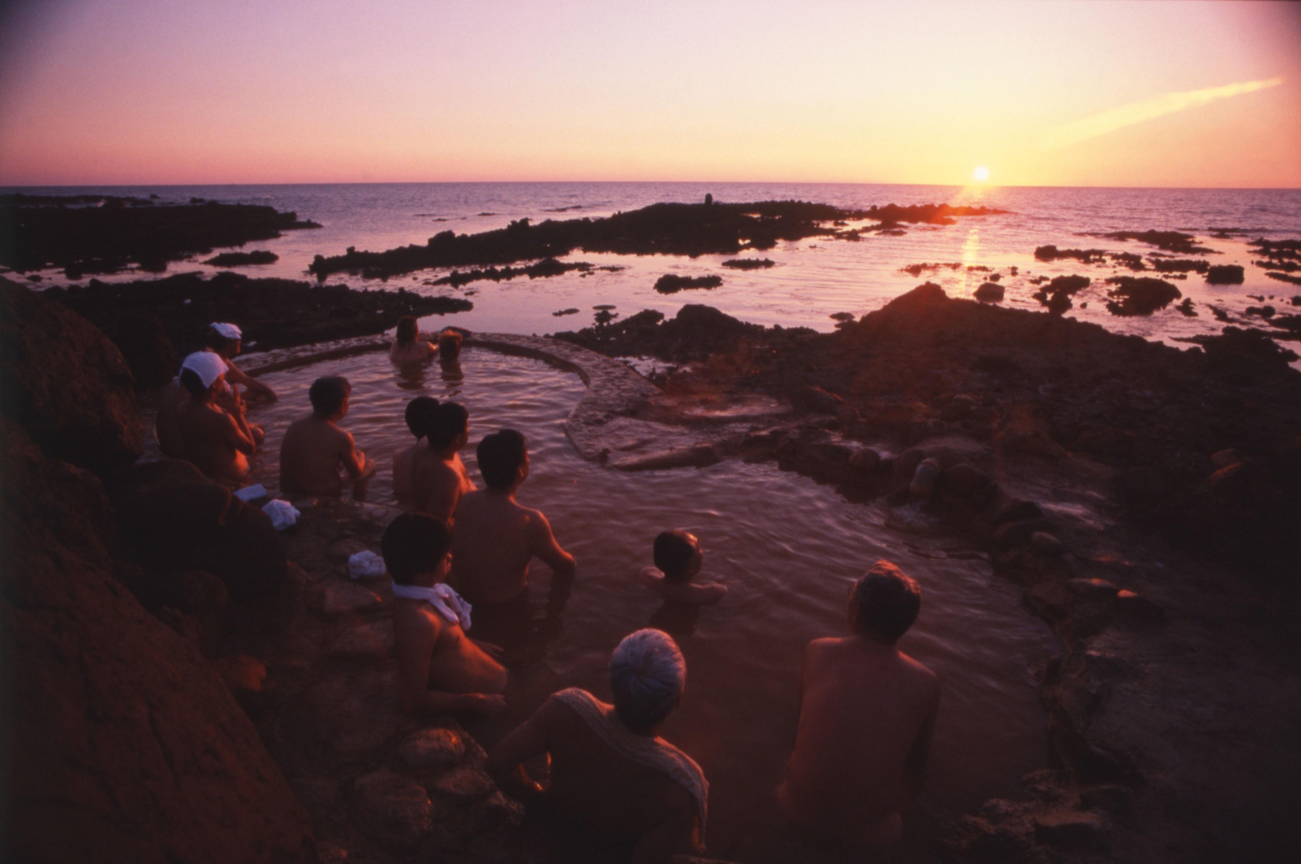 【不老ふ死温泉】日本海に沈む夕陽を一望にできる