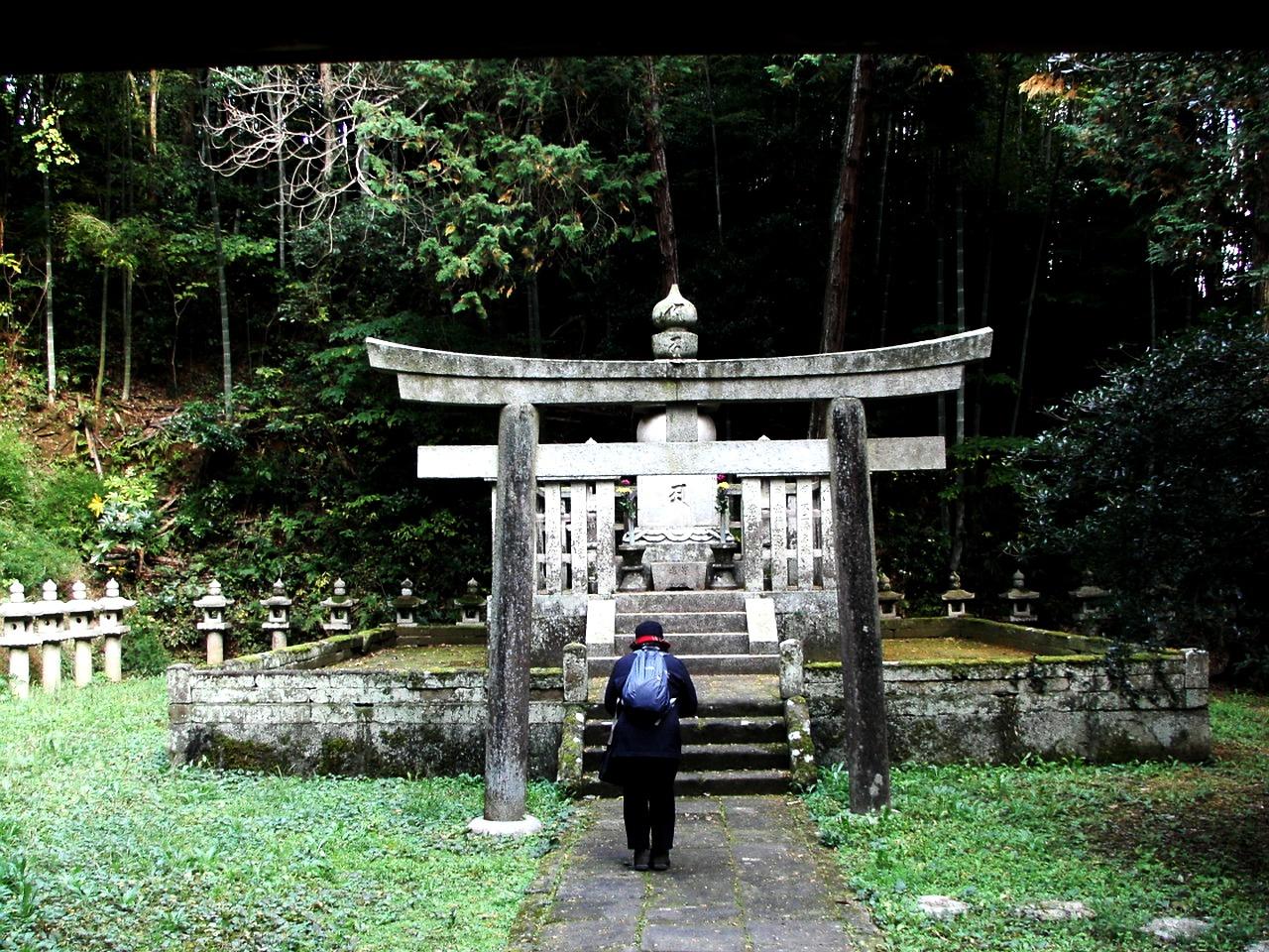 月照寺の松平家墓所