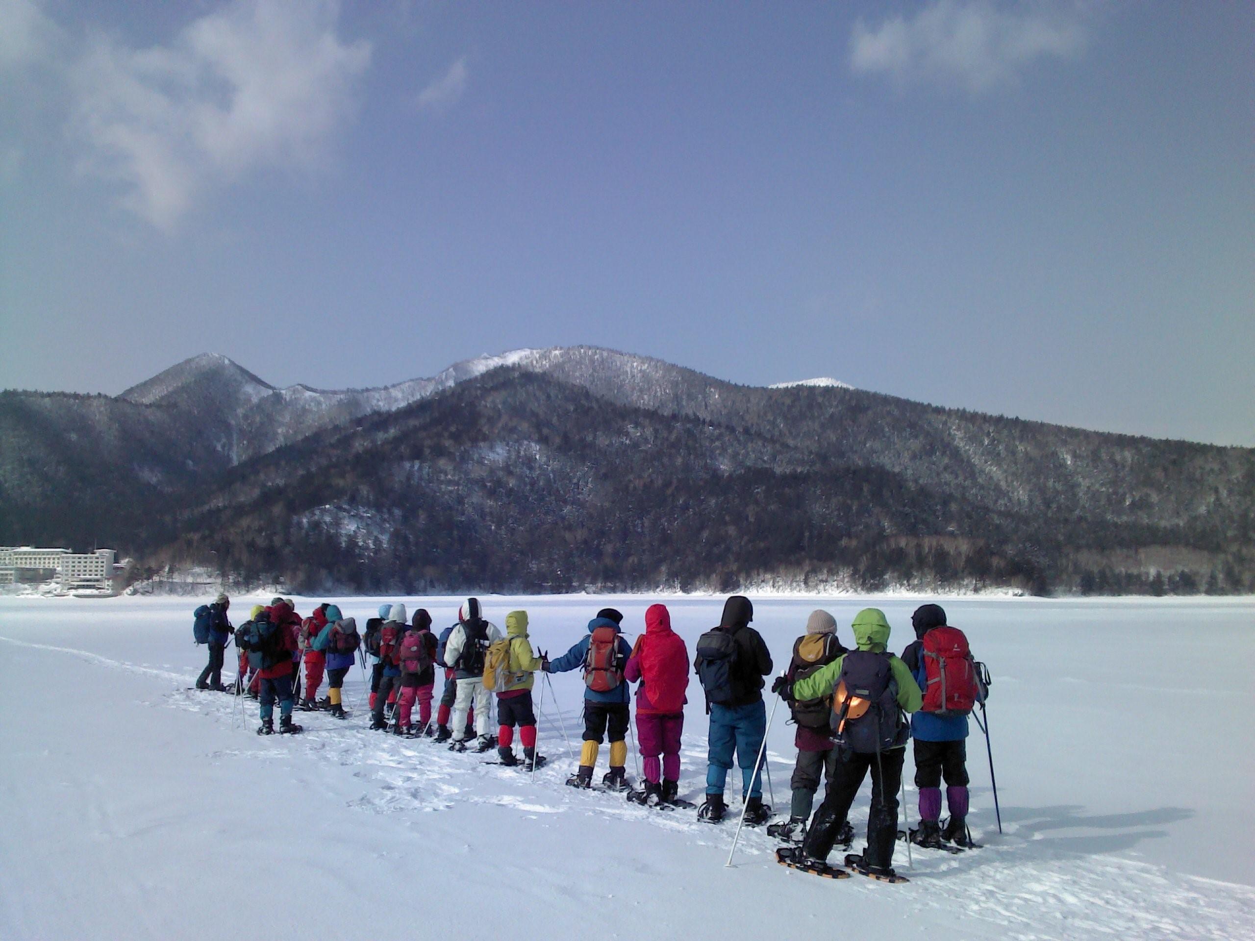 然別湖でのスノーシューハイキング