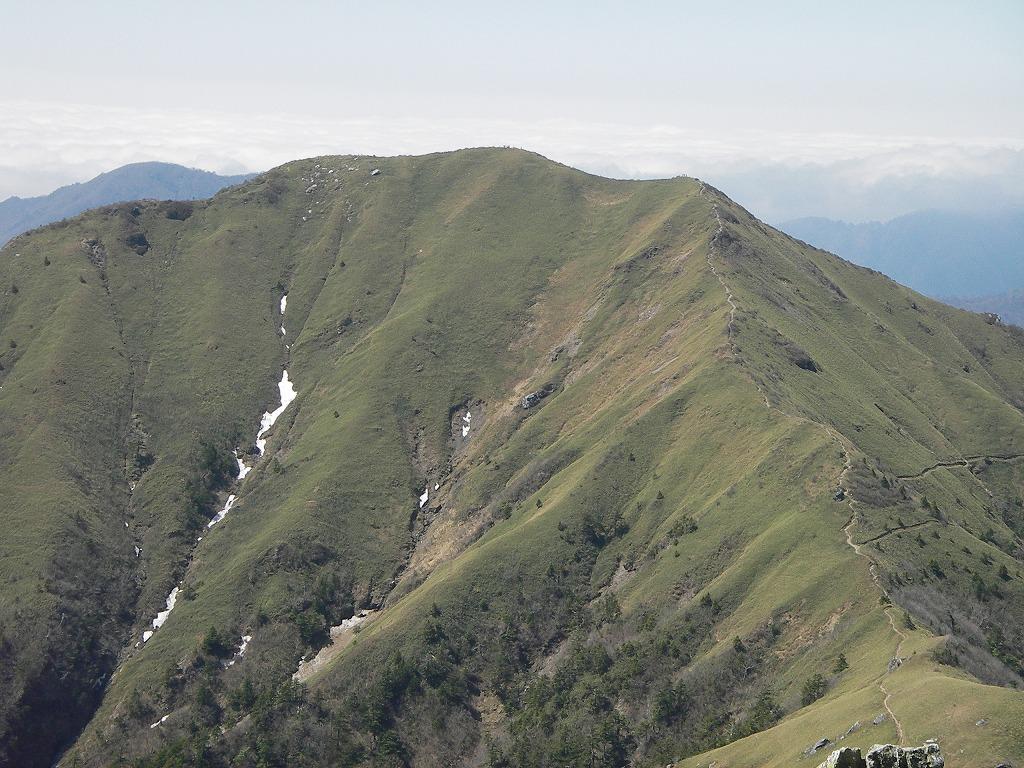 剣山から眺める次郎笈
