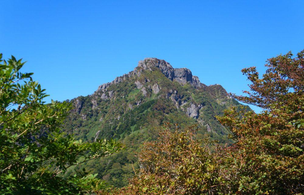 堂々たる山容の石鎚山