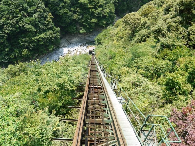 ケーブルカー上から見下ろす祖谷温泉