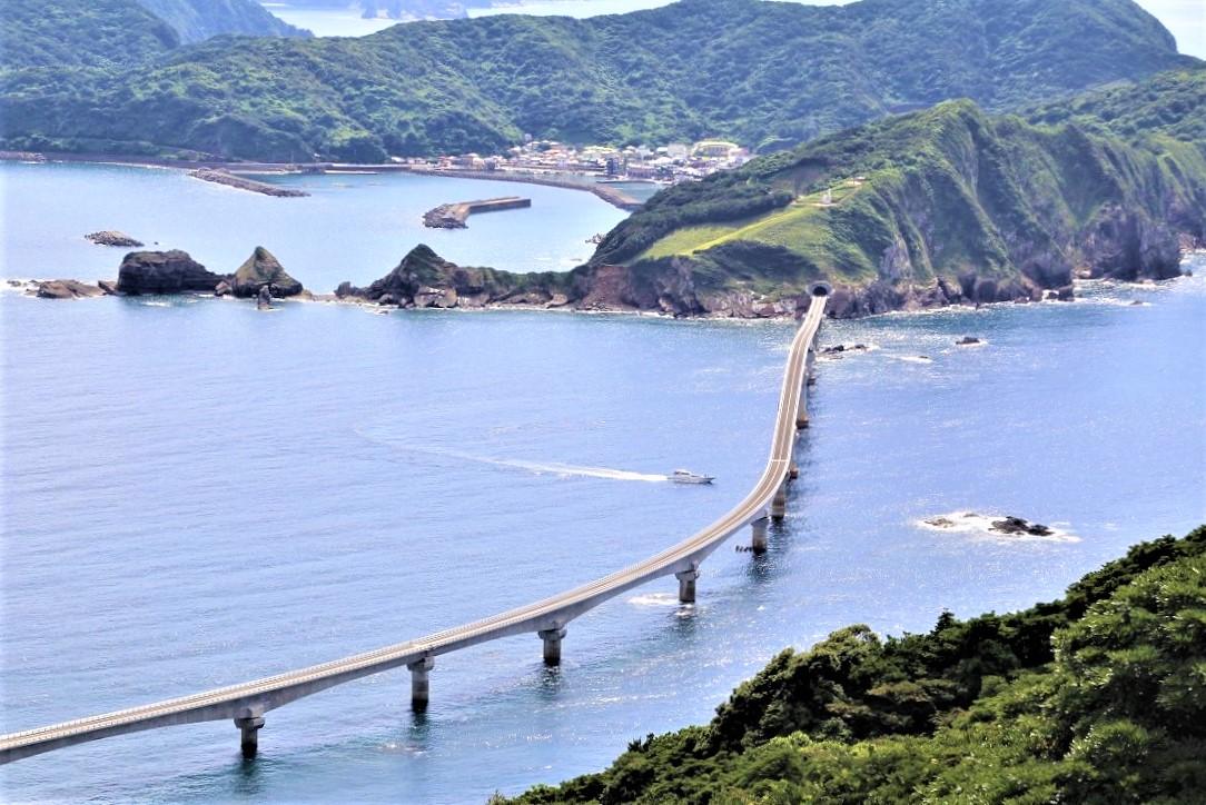 2020年8月に完成した甑大橋(木の口展望より)