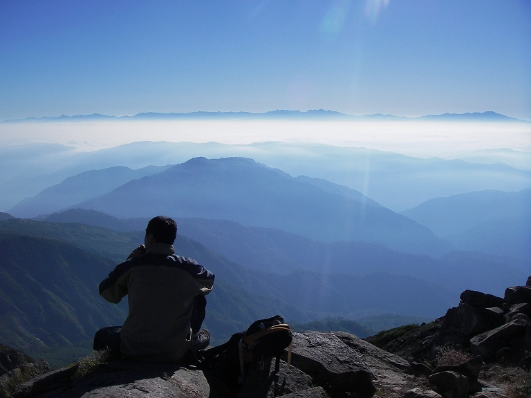山頂から望む北アルプスの峰々