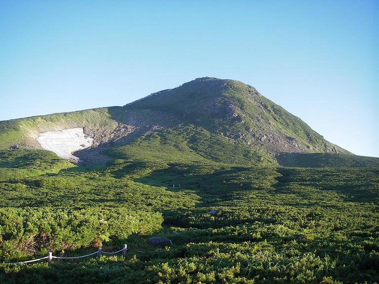 室堂平から見た白山/御前峰(2,702m)山頂
