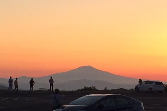 須川高原温泉から鳥海山の夕景を望む