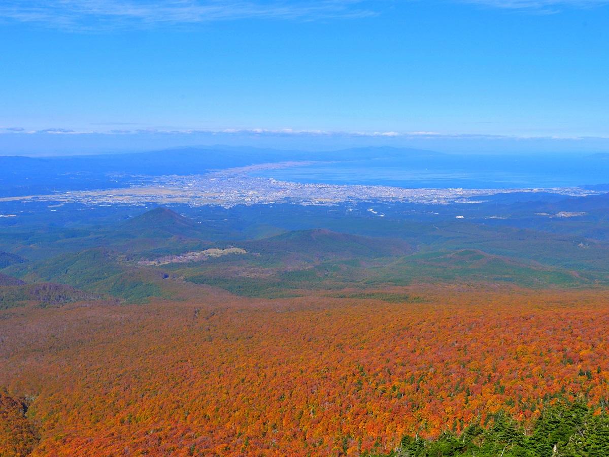 広大な紅葉が広がる9月下旬の八幡平
