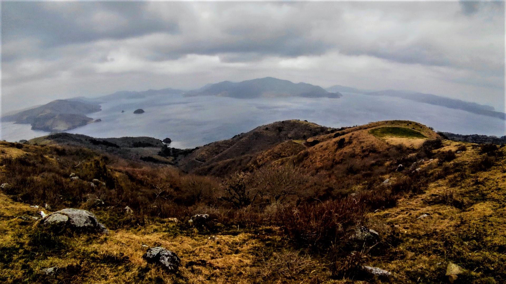 知夫里島、赤ハゲ山から見た島前カルデラの全貌