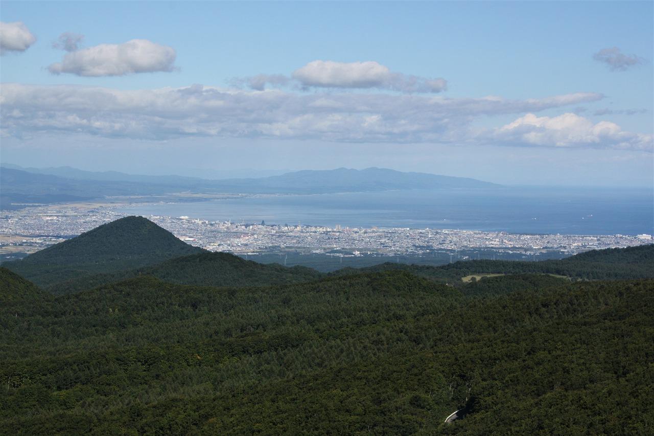 八甲田山から青森市街と津軽半島