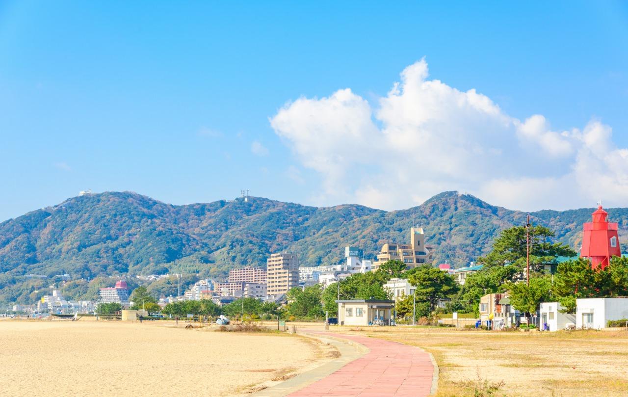 須磨浦より望む須磨アルプスの山並み