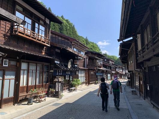 朝の奈良井宿を出発