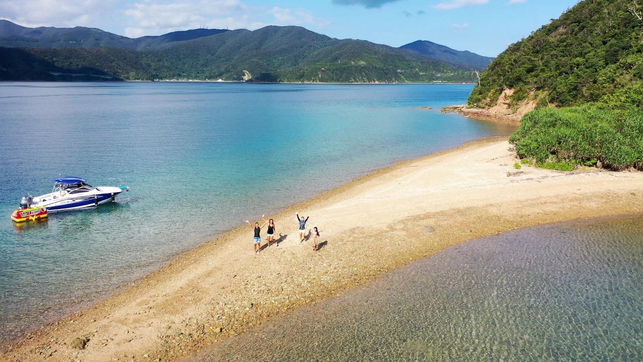 貸切ボートで加計呂麻島を訪問