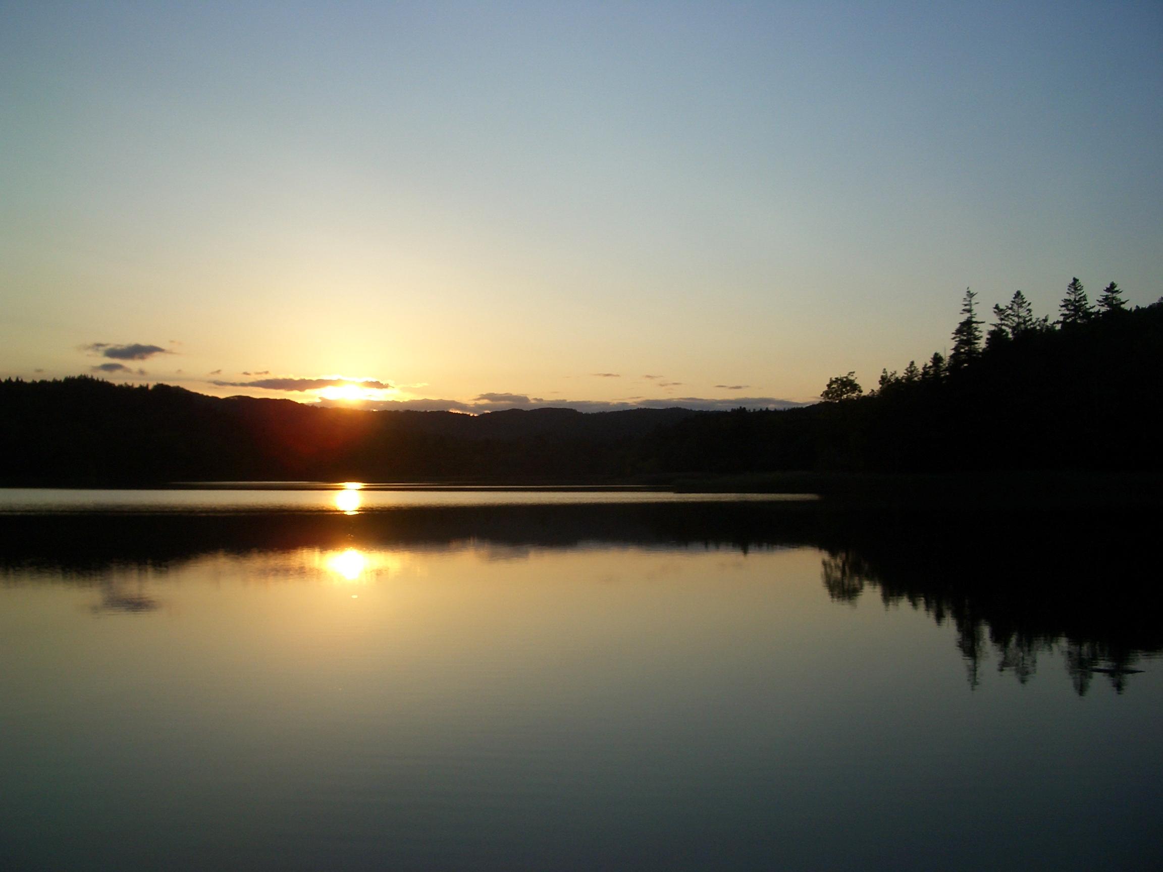 夕暮れのチミケップ湖